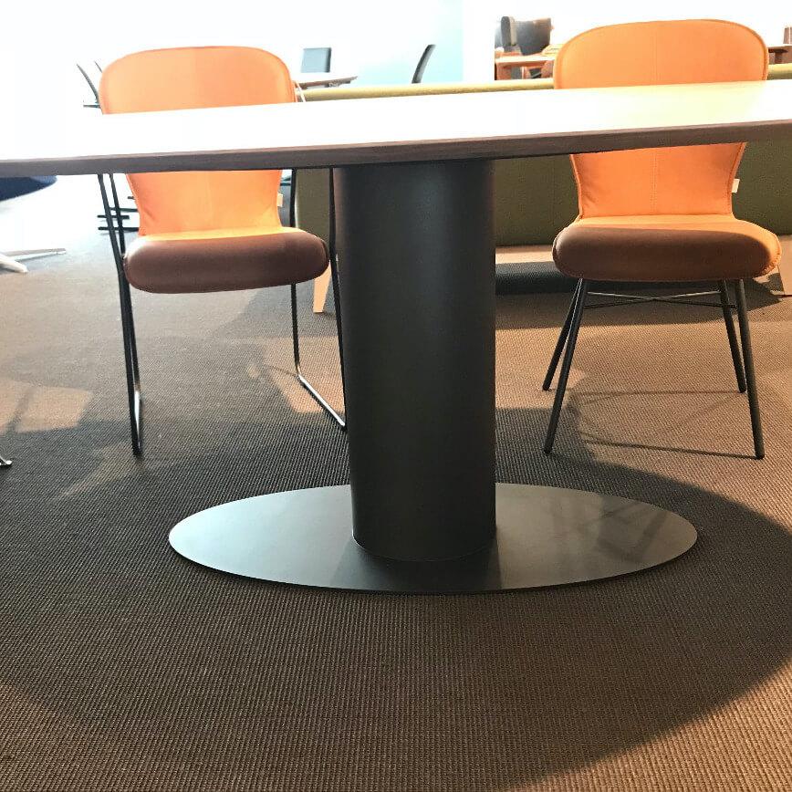 Bert Plantagie Oval Eetkamertafel Showroom Onderstel