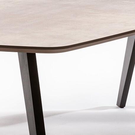 Space Eettafel Bronze Detail